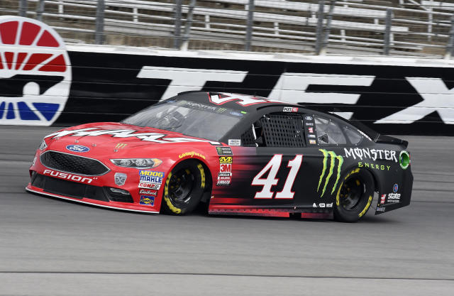 "<a class=""link rapid-noclick-resp"" href=""/nascar/sprint/drivers/156/"" data-ylk=""slk:Kurt Busch"">Kurt Busch</a> comes out of Turn 4 during a practice session for a NASCAR Cup series auto race in Fort Worth, Texas, Friday, April 6, 2018. (AP Photo/Larry Papke)"