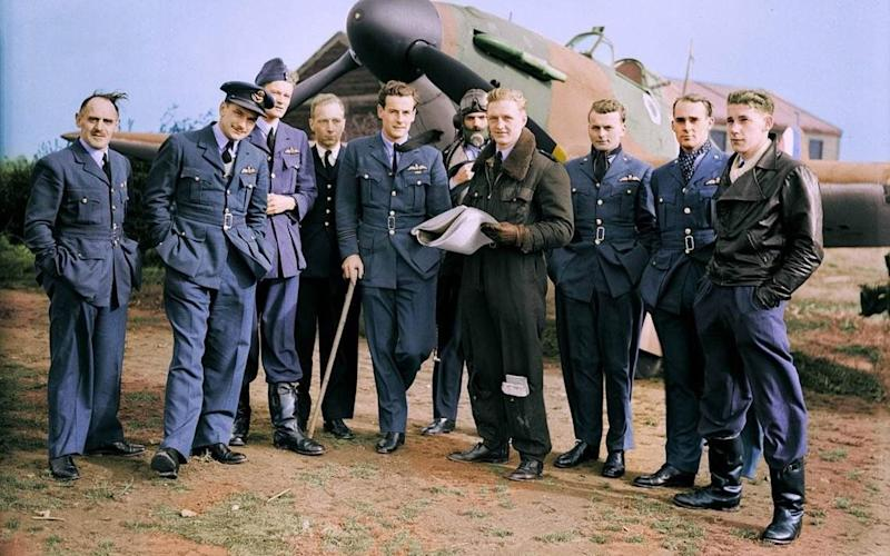 John Hemingway, second from left, with the pilots of 85 Squadron - family photograph