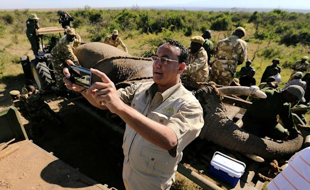 <p>Kenya's Cabinet Secretary for Tourism Najib Balala takes a selfie during a translocation exercise to Ithumba Camp in Tsavo East National Park, in Solio Ranch in Nyeri County, Kenya, Feb. 21, 2018. (Photo: Thomas Mukoya/Reuters) </p>