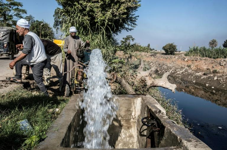 Egyptian farmers supply their farmland with water from a canal, fed by the Nile river, in a village outside of the capital Cairo (AFP Photo/Khaled DESOUKI)