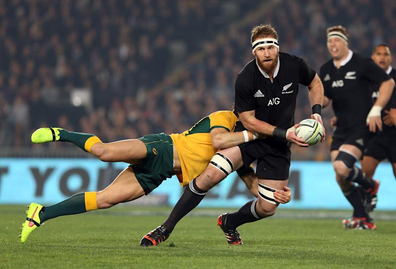 New Zealand All Blacks Kieran Read (R) is tackeld by Australia's Adam Ashley-Cooper (L) during the rugby union Test Match between the New Zealand All Blacks and the Australian Wallabies at Eden Park in Auckland on August 23, 2014