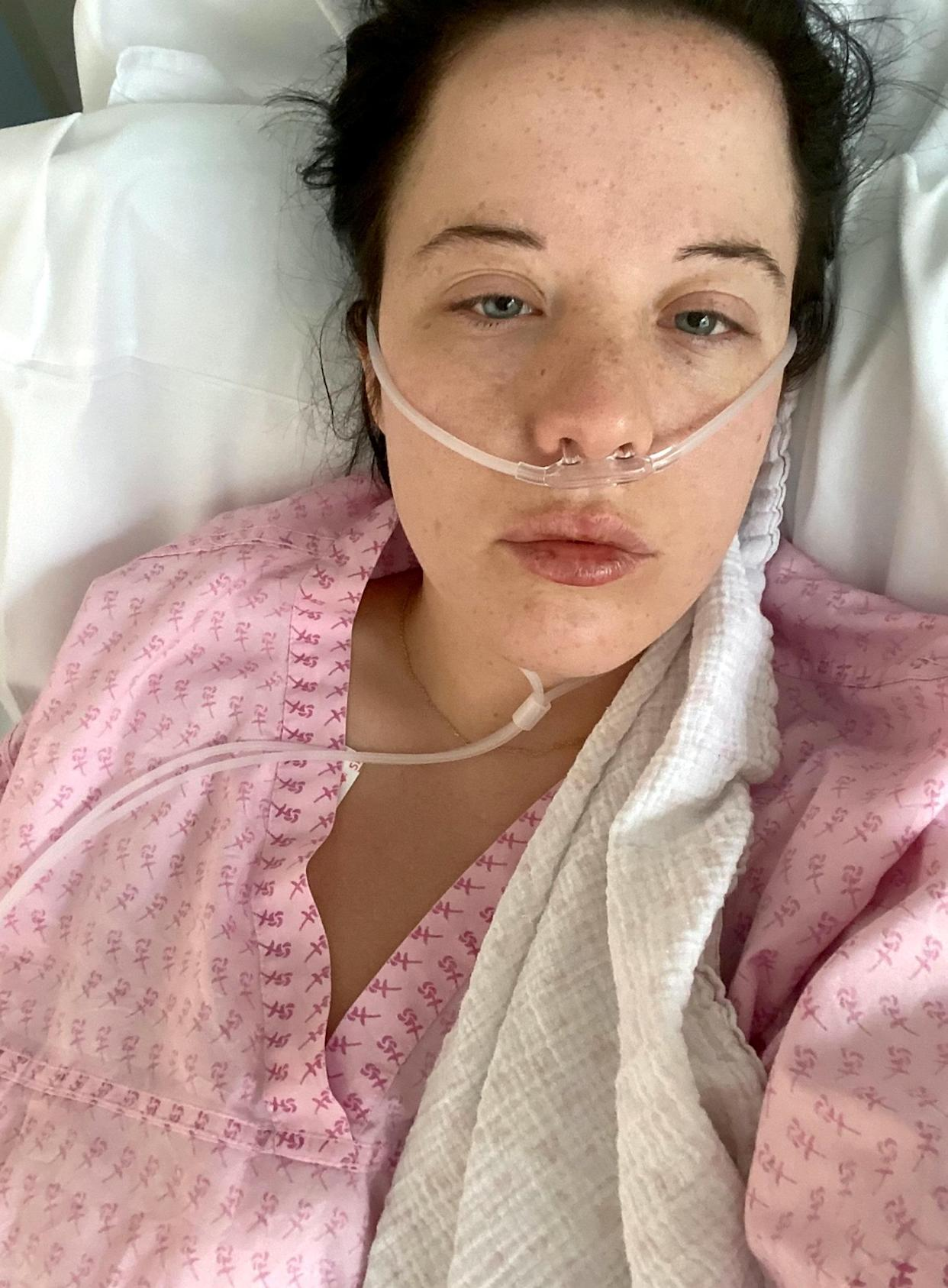 Kirsty Hext in hospital after her allergic reaction of the Pfizer vaccine. (SWNS)