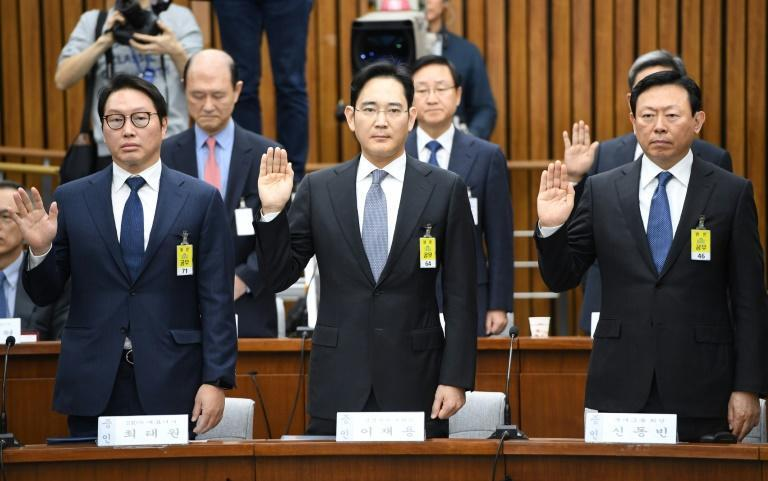 """South Korean prosecutors have demanded a 12-year sentence for Samsung's """"crown prince"""""""