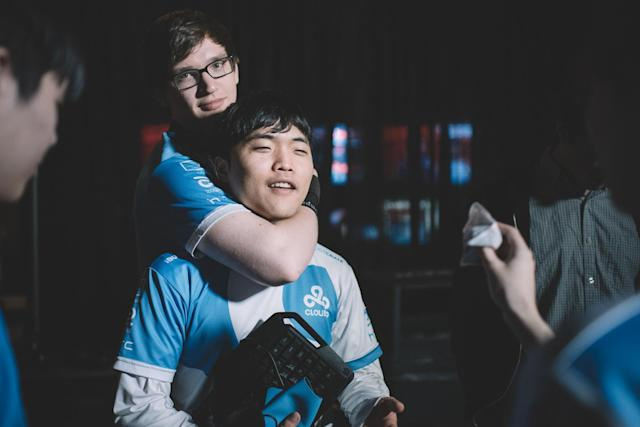 "William ""Meteos"" Hartman and Jung ""Impact"" Eon-yeong at 2016 Worlds (Riot Games Brazil/lolesportsbr)"
