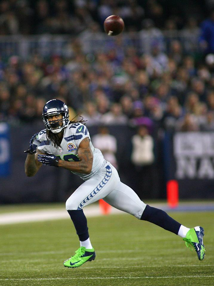 TORONTO, ON - DECEMBER 16:  Sidney Rice #18 of the Seattle Seahawks makes a catch against the Buffalo Bills at Rogers Centre on December 16, 2012 in Toronto, Ontario, Canada. Seattle won 50-17. (Photo by Rick Stewart/Getty Images)