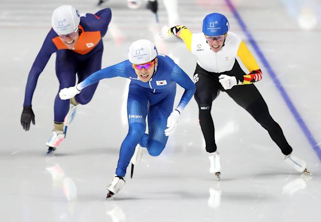 REFILE - CORRECTING ID Speed Skating - Pyeongchang 2018 Winter Olympics - Men's Mass Start competition finals - Gangneung Oval - Gangneung, South Korea - February 24, 2018 - Koen Verweij of the Netherlands, Bart Swings of Belgium and Seung-Hoon Lee of South Korea compete. REUTERS/Lucy Nicholson