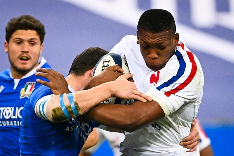 Cameron Woki (right) has been brought into the French squad in place of Gregory Alldritt