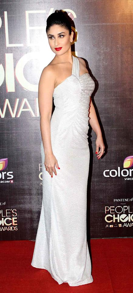 The newly married Kareena Kapoor Khan truly dazzles in white at this red carpet event. Don't you think so?