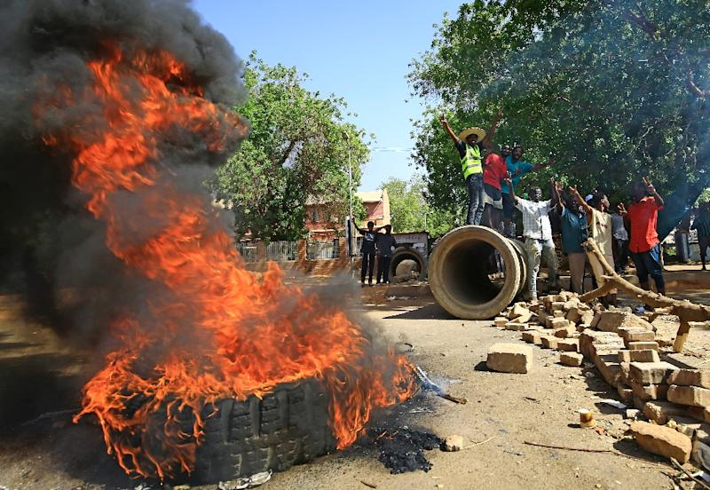 Sudanese protesters block one of Khartoum's main thoroughfares, Nile Street, with burning tyres as they keep up their campaign for civilian rule (AFP Photo/ASHRAF SHAZLY)