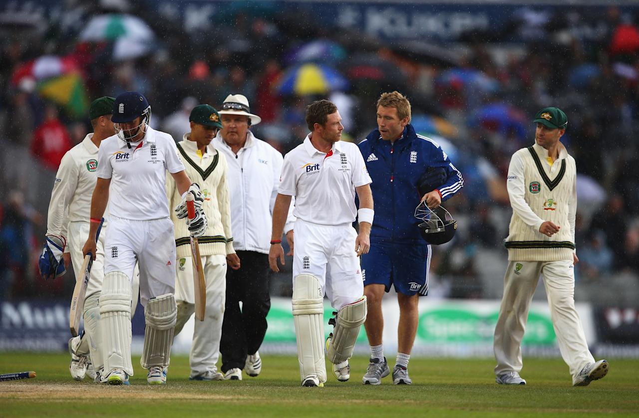 MANCHESTER, ENGLAND - AUGUST 05: Ian Bell of England talks to Australian captain Michael Clarke as they walk off for rain during day five of the 3rd Investec Ashes Test match between England and Australia at Emirates Old Trafford Cricket Ground on August 5, 2013 in Manchester, England. (Photo by Michael Steele/Getty Images)