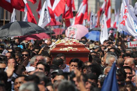 Friends and family carry the coffin with the remains of Peru's former President Alan Garcia, who killed himself this week, during the last of three days of national mourning declared by President Martin Vizcarra, in Lima, Peru April 19, 2019. REUTERS/Guadalupe Pardo