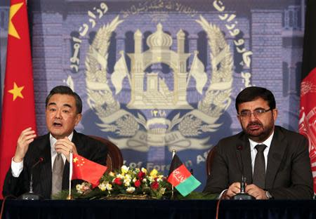 Chinese Foreign Minister Wang Yi (L) speaks as Afghanistan's Foreign Minister Zarar Ahmad Osmani looks on during a news conference in Kabul February 22, 2014. REUTERS/Mohammad Ismail