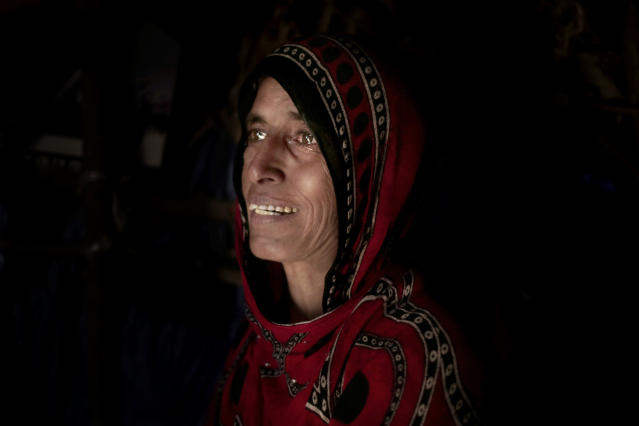 "<p>Hagar Yahia, a Yemeni mother of eight, cries in her hut in Abyan, Yemen in this Feb. 9, 2018 photo. Displaced from their home and scrounging for work, she and her husband can barely afford to buy enough food for their family. ""I go hungry for my children. I prefer that I don't eat so they can,"" she said. (Photo: Nariman El-Mofty/AP) </p>"