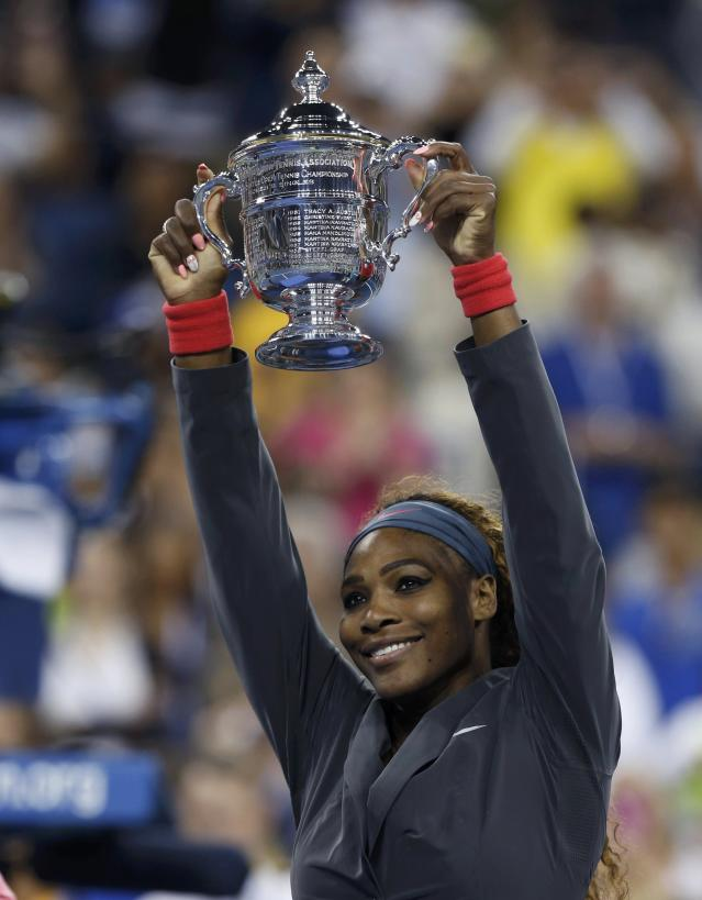Serena Williams of the U.S. raises her trophy after defeating Victoria Azarenka of Belarus in their women's singles final match at the U.S. Open tennis championships in New York September 8, 2013. REUTERS/Adam Hunger (UNITED STATES - Tags: SPORT TENNIS TPX IMAGES OF THE DAY)
