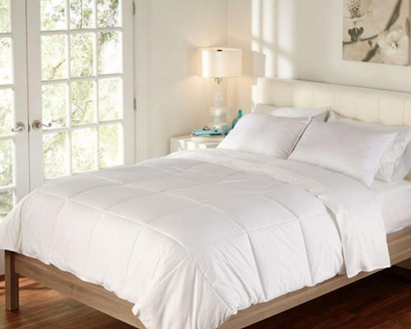 Brookstone Outlast Temperature-Regulating Comforter. (Photo: Bed Bath and Beyond)