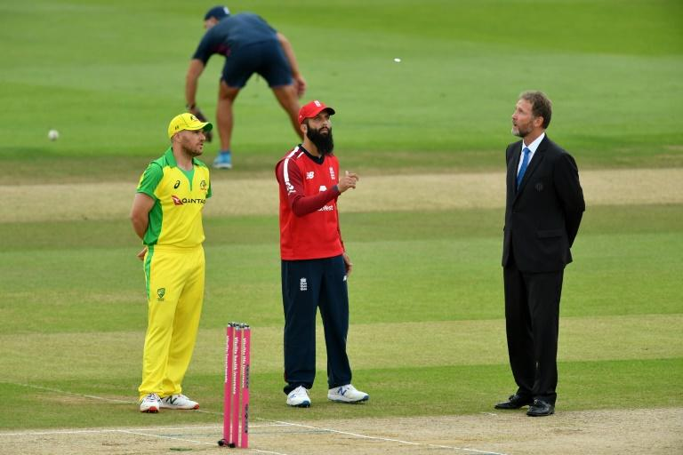 Australia bowl in 3rd T20 as Moeen skippers England