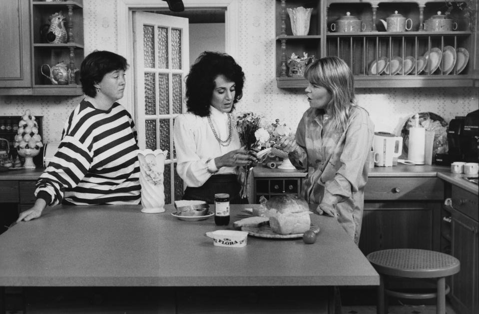 Pauline Quirke, Leslie Joseph and Linda Robson in a scene from episode 'Just Visiting' of the television sitcom 'Birds of a Feather', September 30th 1989. (Photo by Don Smith/Radio Times/Getty Images)