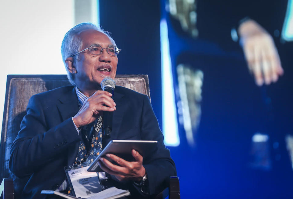 Datuk A. Kadir Jasin (pic) says Dewan Rakyat Speaker Datuk Azhar Azizan Harun can still save the Budget 2021 Bill if he allows the tabling of a no-confidence motion in the coming Parliament session. — Picture by Firdaus Latif