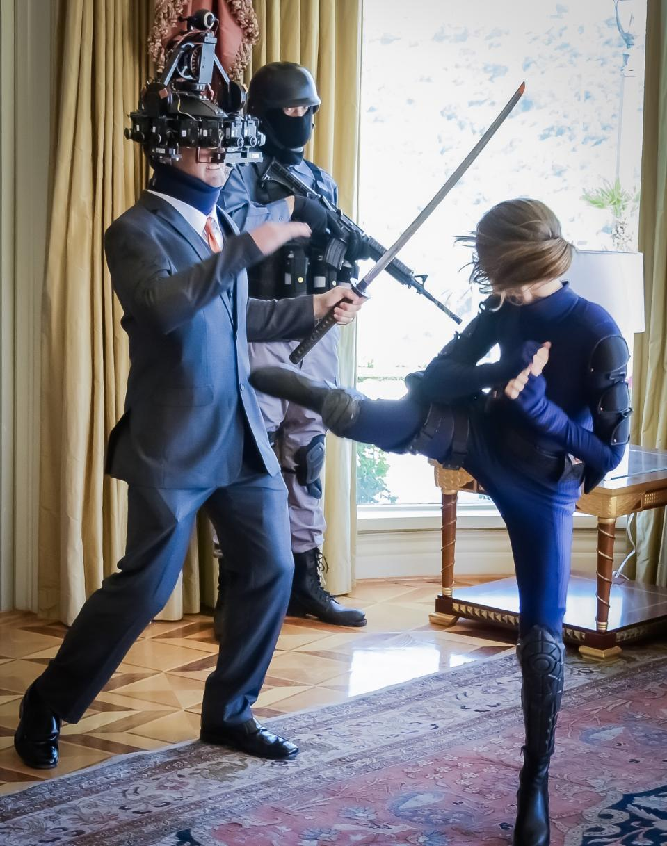 Behind-the-scenes-image-of-Lyndsy-Fonseca-Alexandra-filming-katana-battle-scene-on-VR-Film-AGENT-EMERSON.-Photo-credit_-Billy-Bennight-4