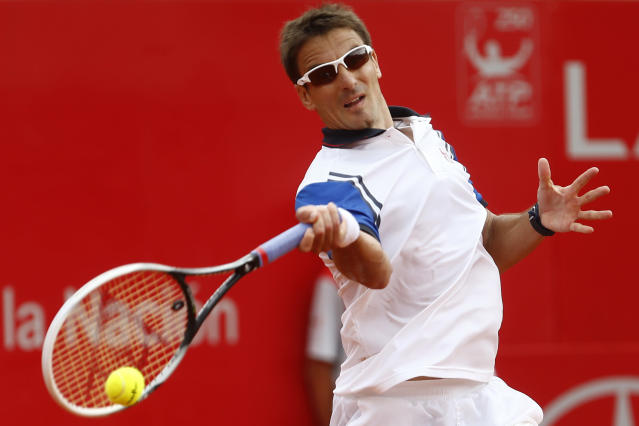 Spain's Tommy Robredo returns the ball to Italy's Fabio Fognini at a Buenos Aires' Copa Claro Open semifinal tennis match in Buenos Aires, Argentina, Saturday, Feb. 15, 2014. (AP Photo/Victor R. Caivano)