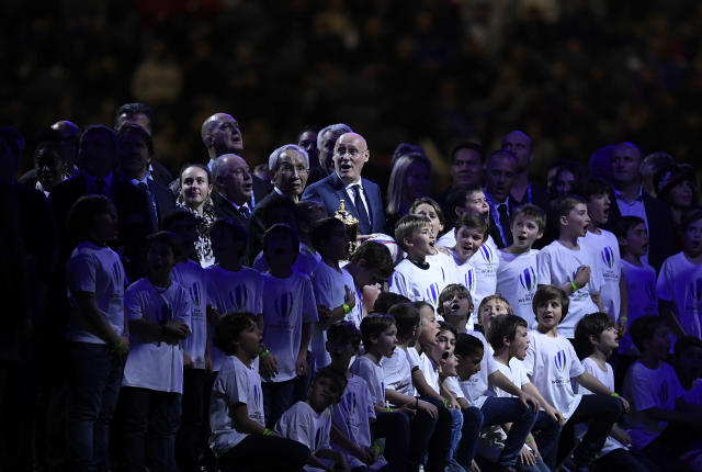 President of French Rugby Federation, Bernard Laporte (C/R) poses with President of Japanese Rugby Federation Tadashi Okamura (C/L) and children during the half-time break in the friendly rugby union international Test match between France and Japan at The U Arena in Nanterre on the outskirts of Paris on November 25, 2017. (AFP Photo/Lionel BONAVENTURE)