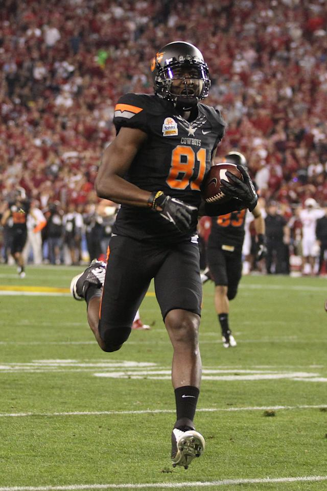 GLENDALE, AZ - JANUARY 02:  Justin Blackmon #81 of the Oklahoma State Cowboys catches a 43-yard touchdown reception in the second quarter against the Stanford Cardinal during the Tostitos Fiesta Bowl on January 2, 2012 at University of Phoenix Stadium in Glendale, Arizona.  (Photo by Christian Petersen/Getty Images)