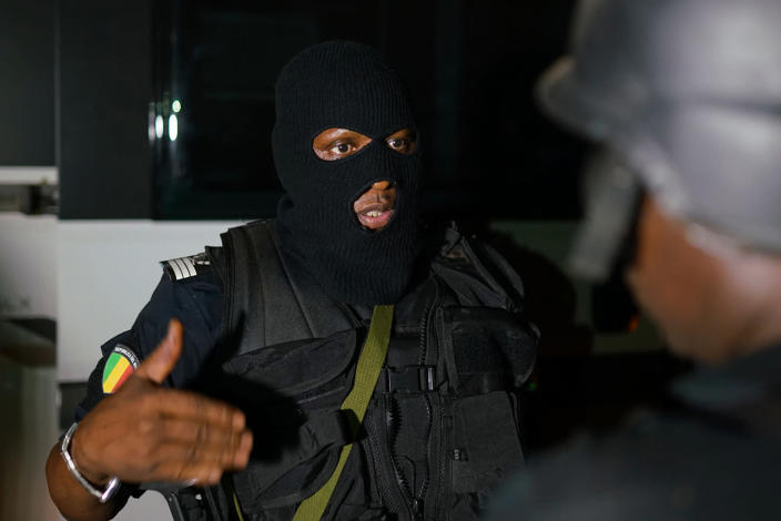 <p>A member of the Malian Security forces discusses operational details during a clearing operation in Kangaba tourist resort in Bamako on June 18, 2017 after suspected jihadists stormed the resort, briefly seizing more than 30 hostages and leaving at least two people dead.<br>(Michele Cattani/AFP/Getty Images) </p>