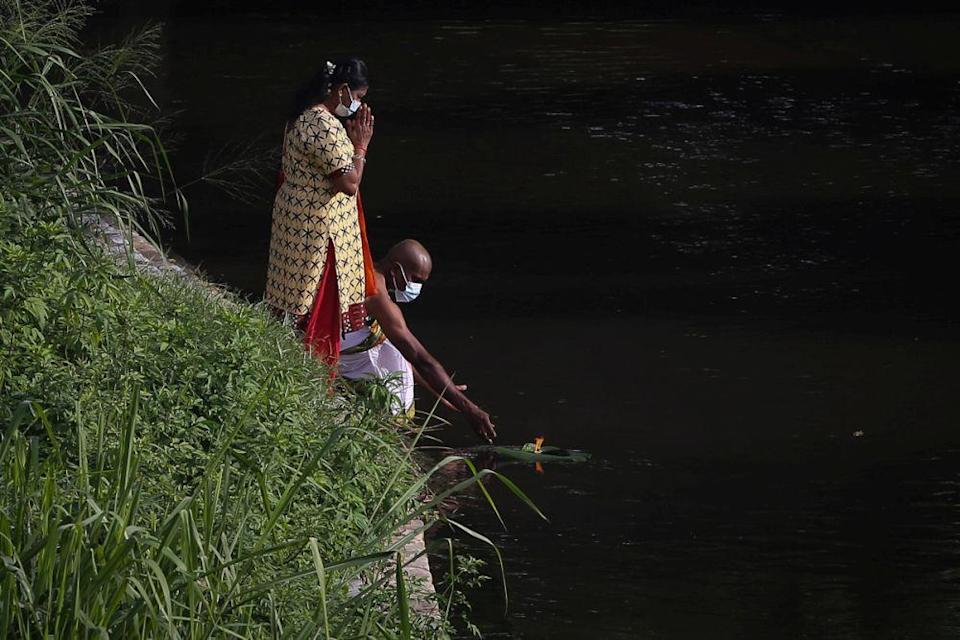 Hindu devotees perform prayers at the banks of the Batu River during Thaipusam amid the movement control order January 28, 2021. — Picture by Yusof Mat Isa