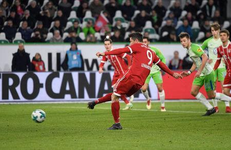 Soccer Football - Bundesliga - VfL Wolfsburg vs Bayern Munich - Volkswagen Arena, Wolfsburg, Germany - February 17, 2018 Bayern Munich's Robert Lewandowski scores their second goal from the penalty spot REUTERS/Fabian Bimmer