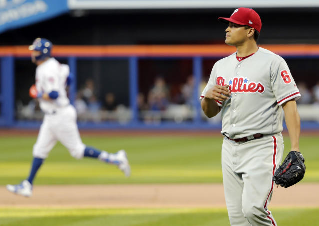 Philadelphia Phillies relief pitcher Victor Arano, right, reacts as New York Mets' Wilmer Flores (4) runs the bases after hitting a home run during the tenth inning in the first game of a baseball doubleheader Monday, July 9, 2018, in New York. The Mets won 4-3. (AP Photo/Frank Franklin II)
