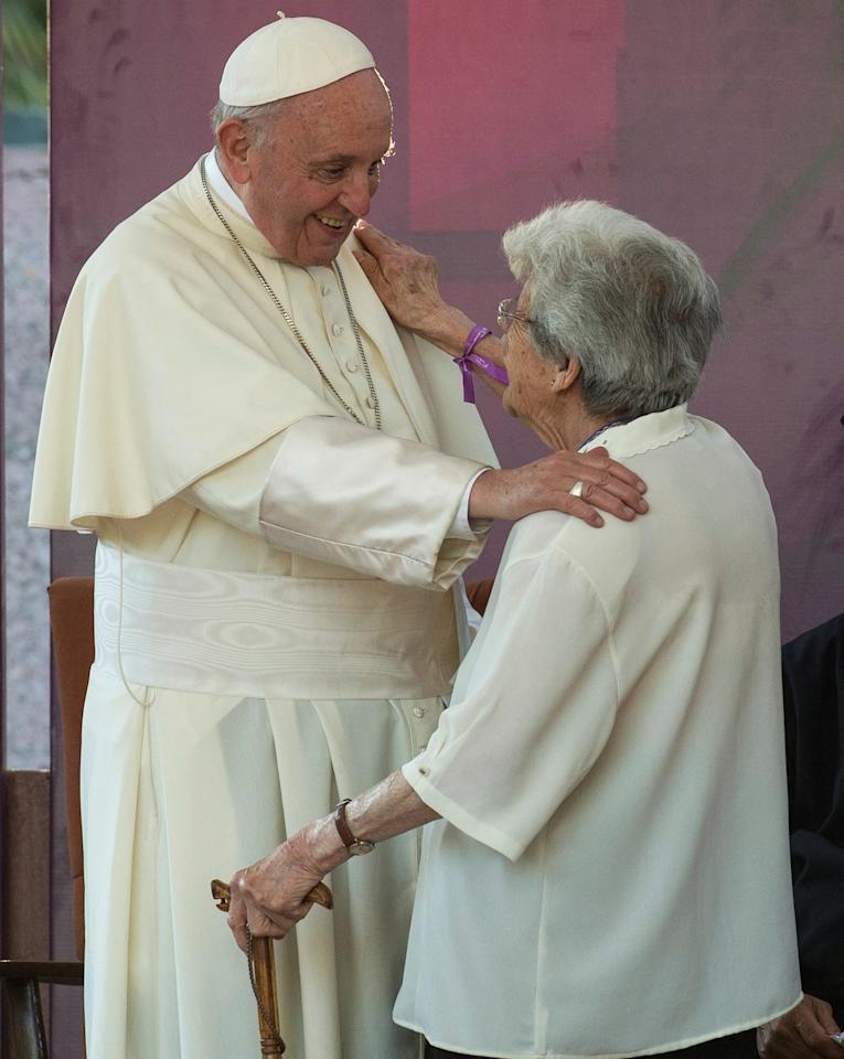 Pope Francis greets a woman at the San Alberto Hurtado shrine, in Santiago, Chile January 16, 2018. REUTERS/Claudio Santana NO RESALES. NO ARCHIVE.