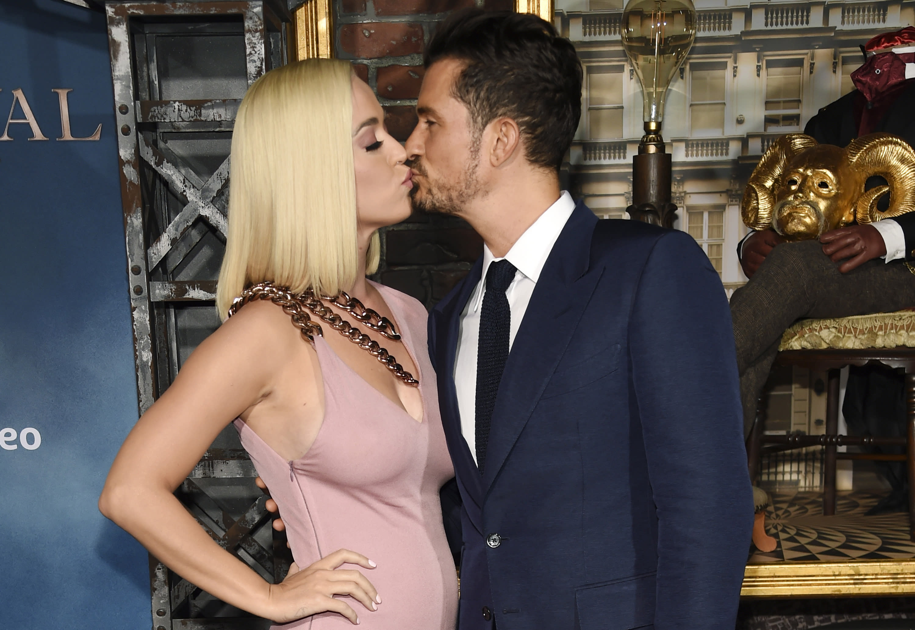 "Orlando Bloom, right, a cast member in the Amazon Prime Video series ""Carnival Row,"" shares a kiss with his girlfriend, singer Katy Perry, at the premiere of the series at the TCL Chinese Theatre, Wednesday, Aug. 21, 2019, in Los Angeles. (Photo by Chris Pizzello/Invision/AP)"