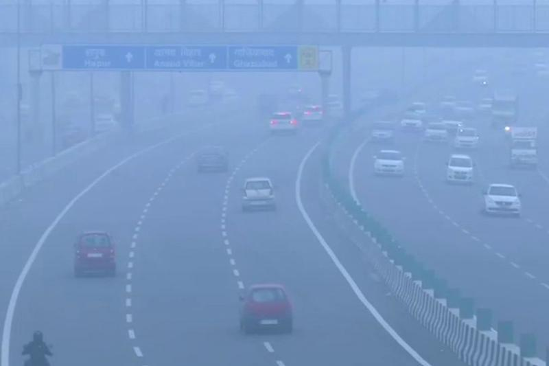 Delhi Remains a Gas Chamber as Thick Smog Leads to 'Severe' Air Quality, Schools Shut