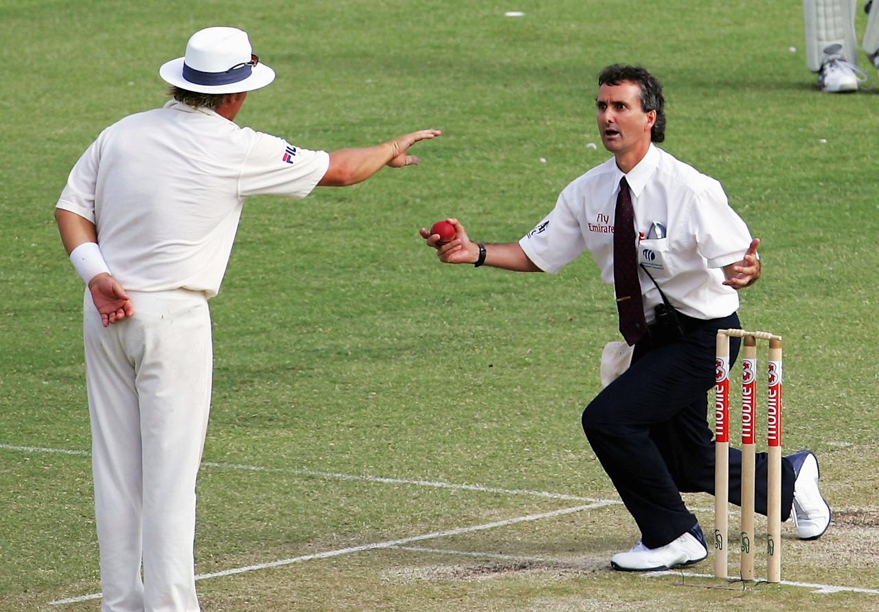 PERTH, AUSTRALIA - DECEMBER 17:  Shane Warne of Australia and umpire Billy Bowden reverse roles during day two of the First Test between Australia and Pakistan played at the WACA on December 17, 2004 in Perth, Australia.  (Photo by Ryan Pierse/Getty Images)