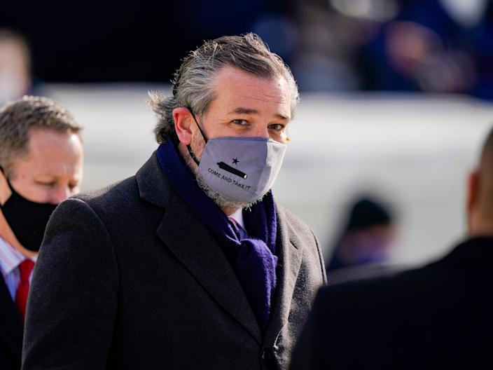 """<p>Ted Cruz (C) (R-TX), wearing a face mask that reads """"Come and Take It"""", arrives to the inauguration of Joe Biden on the West Front of the US Capitol on 20 January 2021 in Washington, DC</p> ((Getty Images))"""