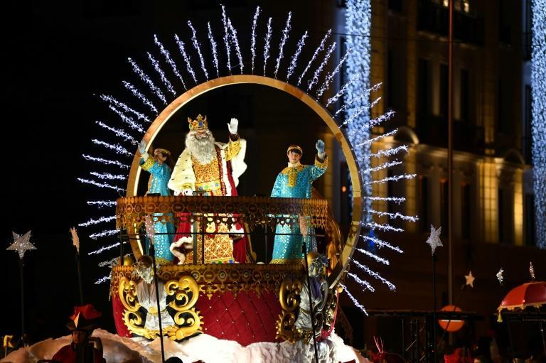 Last year, King Melchior and the other Wise Men could wave as normal to children from their floats in Madrid