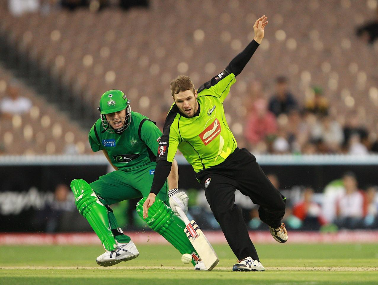 MELBOURNE, AUSTRALIA - JANUARY 08:  Simon Keen of the Thunder fields the ball during the Big Bash League match between the Melbourne Stars and the Sydney Thunder at Melbourne Cricket Ground on January 8, 2013 in Melbourne, Australia.  (Photo by Robert Prezioso/Getty Images)