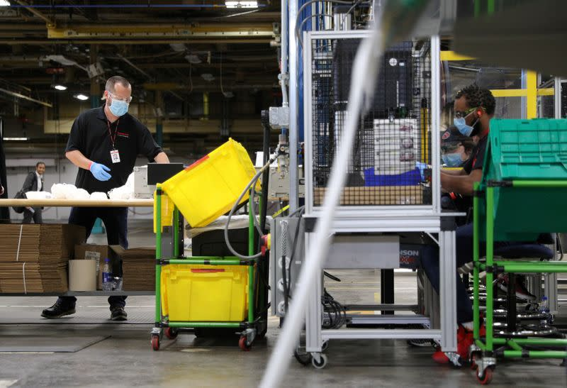 U.S. manufacturing output rises, but momentum slackening as COVID-19 lingers