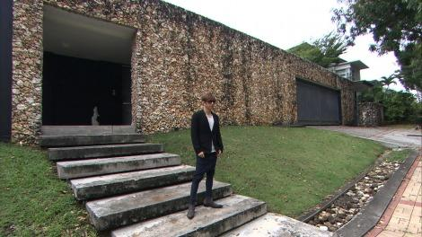 GACKT standing in front of his house in Kuala Lumpur