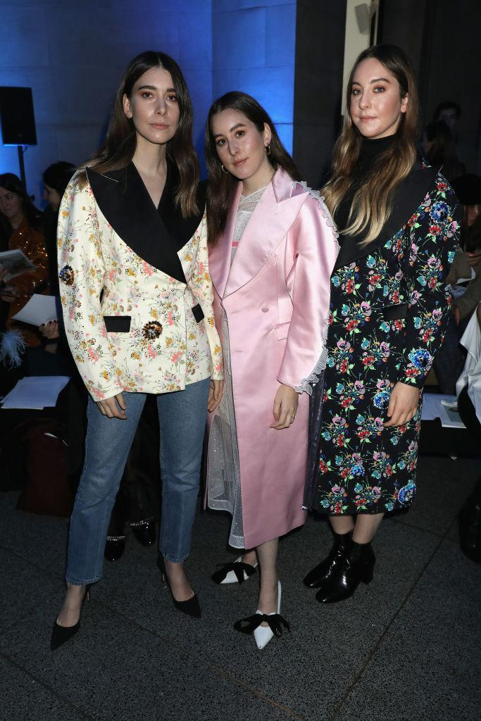 <p>'It' girl band, Haim, made us love them even more with their on-fire looks at the Christopher Kane show. <em>[Photo: Getty]</em> </p>