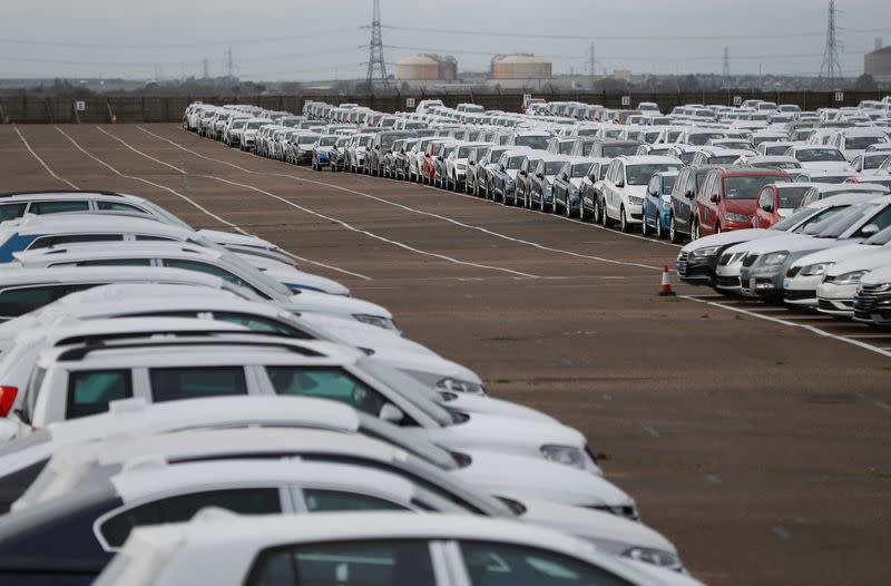Car industry seeks support, free-trade Brexit deal, as output falls