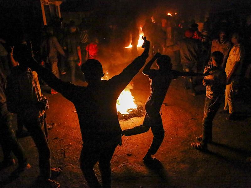 Mathare residents burn fires to protest the death of James Mureithi: AP/Brian Inganga