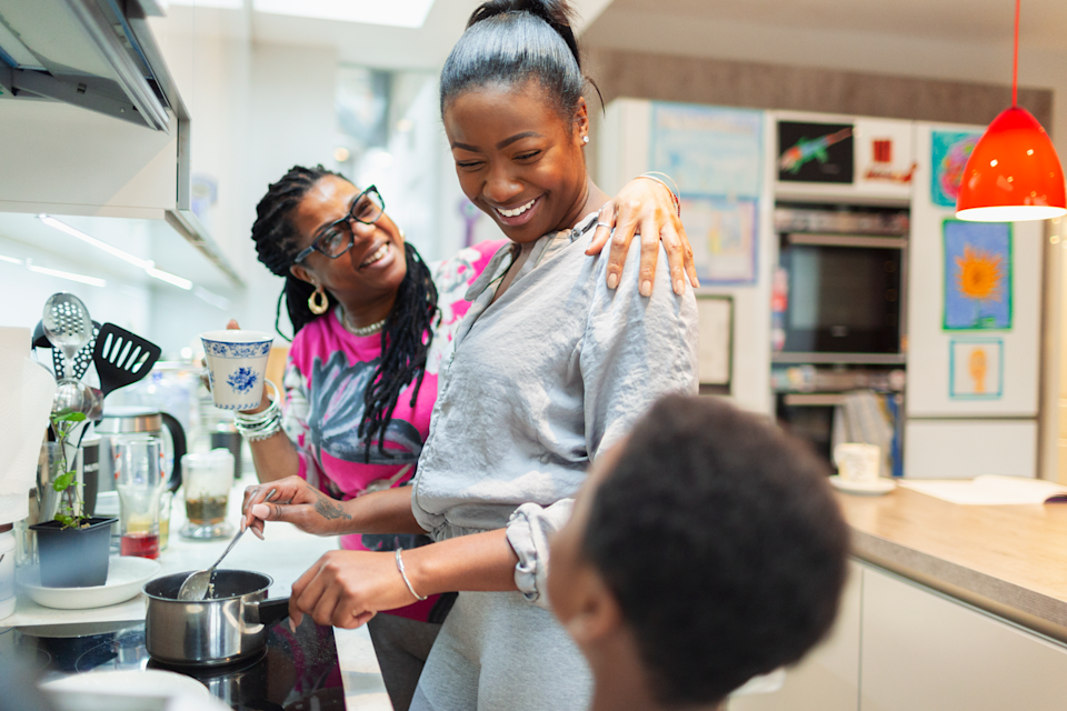 Knowing how to cook a few meals on their own is a good life skill to teach your college-bound teen. (Photo: Getty Images)