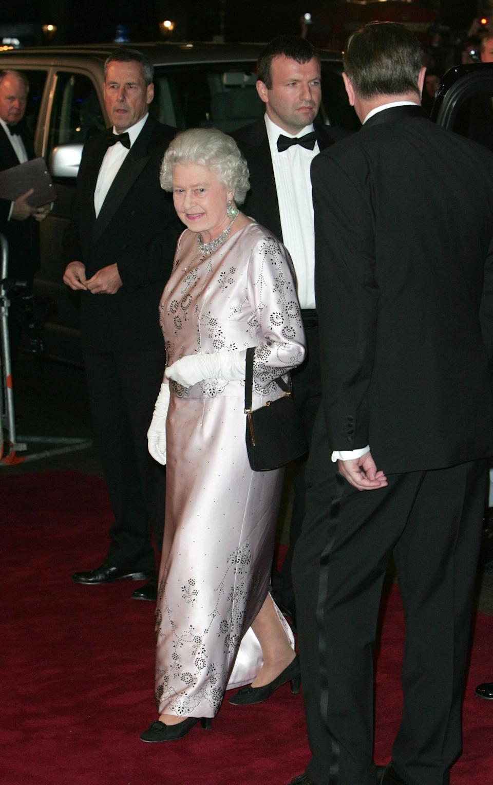 <p>Further demonstrating her fashion know-how, the Queen wore a sequinned number for the red carpet back in 2006. <em>[Photo: Getty]</em> </p>