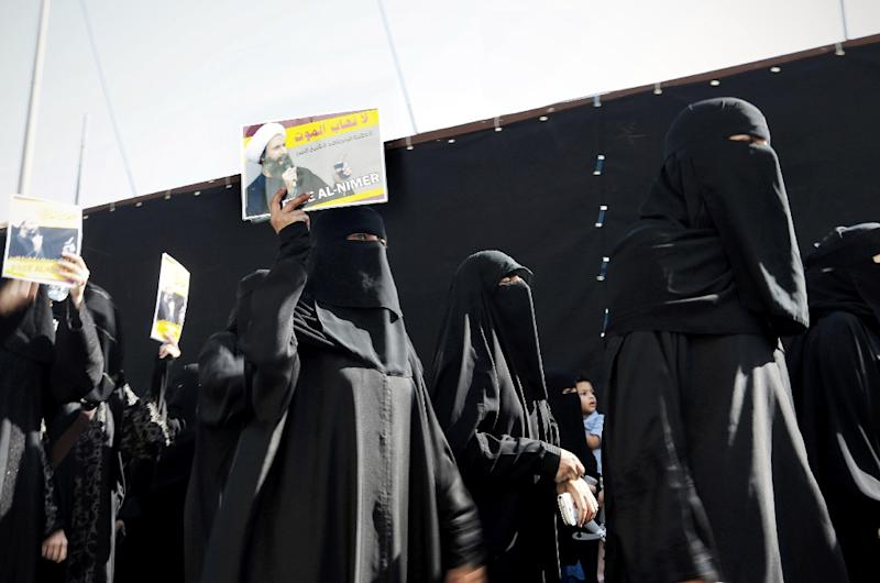 Saudi Shiite protestors take part in a demonstration against the death sentence on prominent Saudi Shiite cleric and anti-government protest leader Nimr al-Nimr (AFP Photo/)