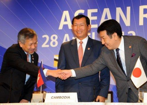 "Ministers from Japan and Southeast Asia have agreed to complete a ""roadmap"" in August to double trade in 10 years"