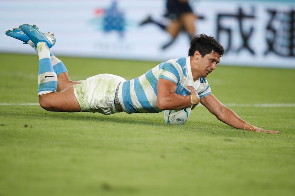 Argentina's wing Matias Moroni scores a try during the Japan 2019 Rugby World Cup Pool C match between England and Argentina at the Tokyo Stadium in Tokyo on October 5, 2019. (Photo by Odd ANDERSEN / AFP) (Photo by ODD ANDERSEN/AFP via Getty Images)
