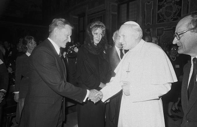 <p>Pope John Paul II, second from right, shakes hands with Zbigniew Brzezinski, former Assistant to the President for National Security Affairs, left, during an audience with the Pontiff granted to the members of the Trilateral Commission, a non-governmental organization of U.S., European and Japanese leaders, Monday, April 18, 1983, Vatican City, Italy. In center is Marella Agnelli, wife of President of FIAT automaker Gianni Agnelli. (Photo: Claudio Luffoli/AP) </p>