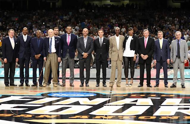 L-R: Basketball Hall of Fame Chairman Jerry Colangelo, and 2018 Naismith Hall of Fame Inductees Ray Allen, Maurice Cheeks, Lefty Driesell, Grant Hill, Jason Kidd, Steve Nash, Charlie Scott, Tina Thompson, Rod Thorn and Rick Welts (AFP Photo/RONALD MARTINEZ)
