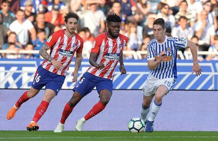Soccer Football - La Liga Santander - Real Sociedad vs Atletico Madrid - Anoeta Stadium, San Sebastian, Spain - April 19, 2018 Atletico Madrid's Thomas Partey and Sime Vrsaljko (L) in action with Real Sociedad's Aritz Elustondo REUTERS/Vincent West